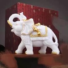 逼真門口動物雕塑色澤光潤圖片