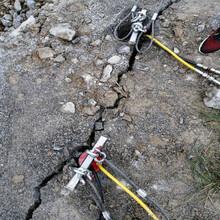 开挖碰到硬石头裂岩亚博直播APP,亚博赛事直播 首页矿山开采图片