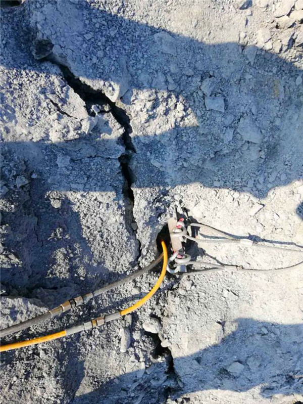 風鎬打不動的孤石怎么開采劈裂機廣東云浮