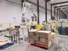 碼垛機器人化工行業箱子及桶裝物料碼垛案例