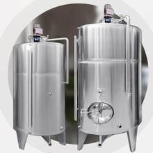 酒廠大型發酵罐圖片